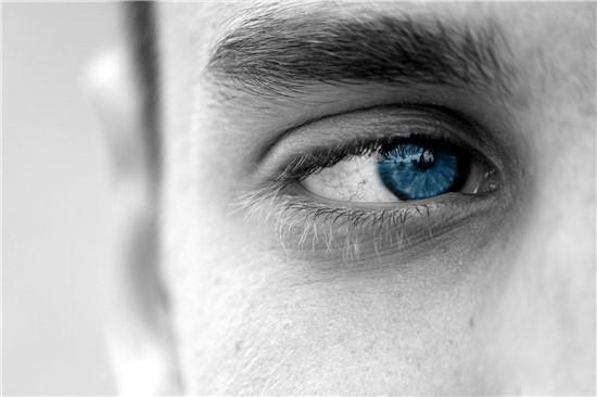 Παναγιώτης Τσικριπής - Χειρουργός Οφθαλμίατρος  - Αποκόλληση Υαλοειδούς |