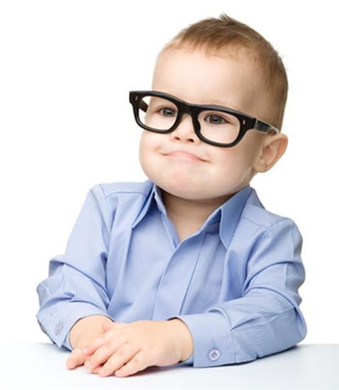 Παναγιώτης Τσικριπής - Χειρουργός Οφθαλμίατρος - Παιδί και γυαλιά ηλίου |